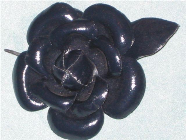 Fleur noire cuir ciré 2